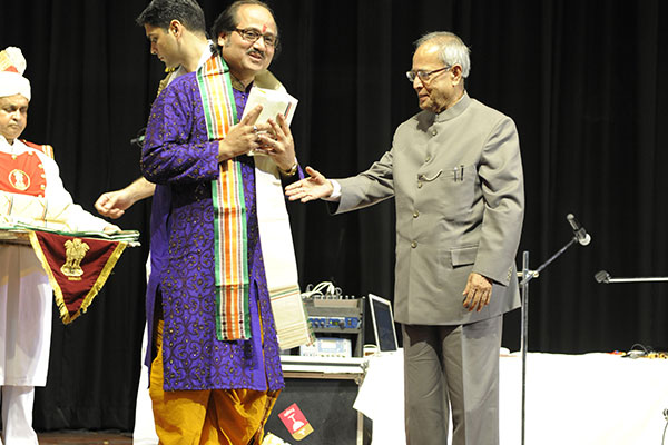 Ronumajumdar with pranab mukherjee