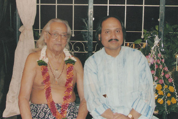 Ronumajumdar with kisan maharaj