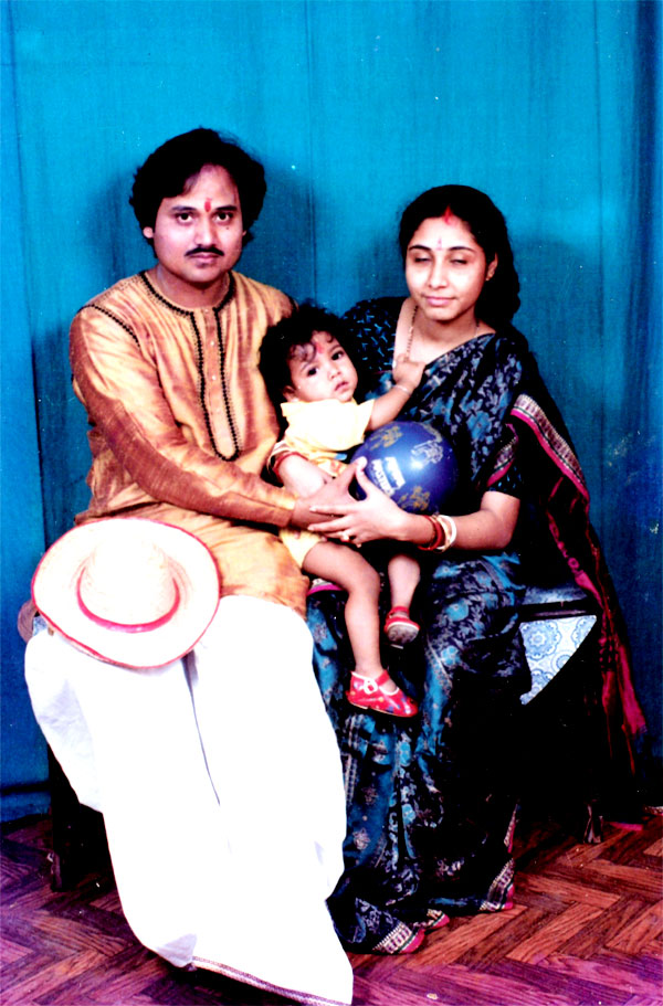 with Wife Sangeeta and Son Siddharth(3)