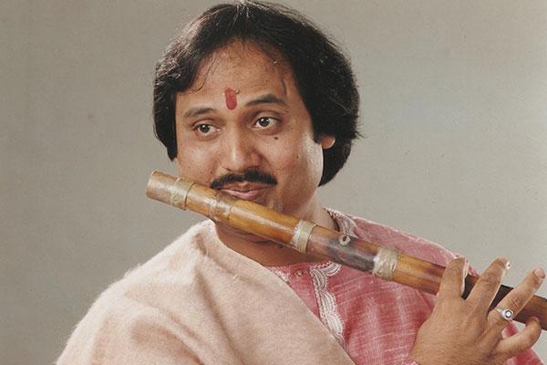 Ronu majumdar flute player