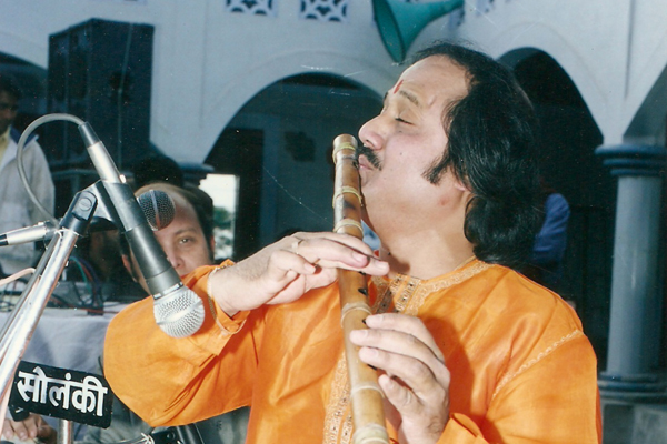 ronu majumdar flute