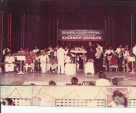Pt Ronuji playing in the Group for Kishore Kumar(1)