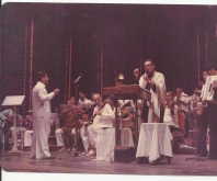 Pt Ronuji playing in the Group for Kishore Kumar (2)