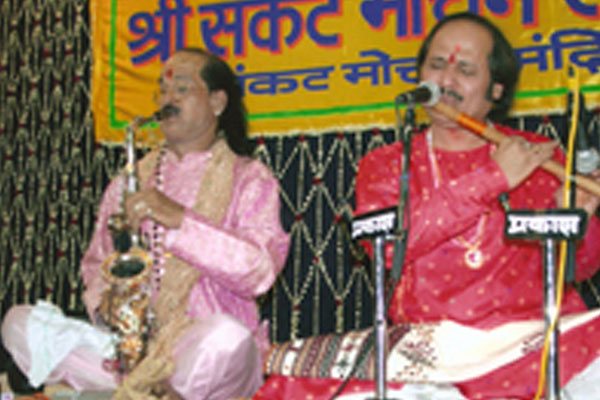 Shree Sankat Mochan Sangeet Samaroh 8-4-2007 at Varanasi with Pt.Kadriji
